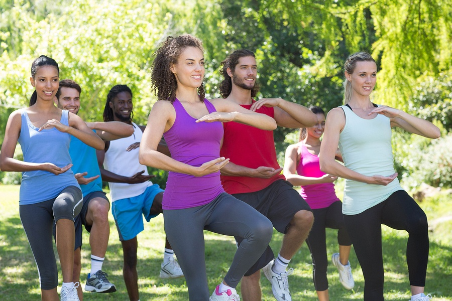 Fitness-group-doing-tai-chi-in-park.jpg